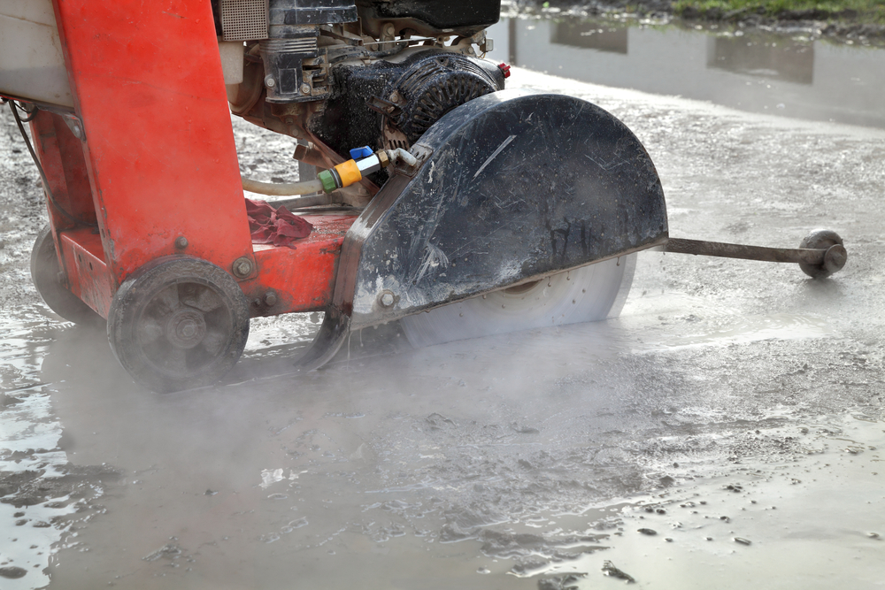 How Minimise Dust When Sawing Concrete